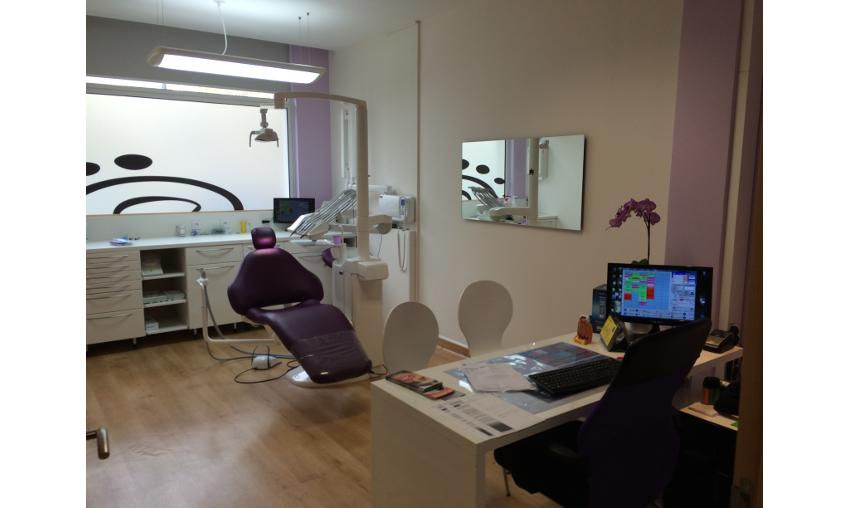 r alisations de cabinet dentaire chirurgien dentiste cabinet orthodontie salle de soin. Black Bedroom Furniture Sets. Home Design Ideas