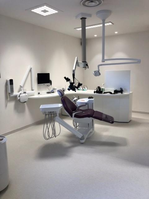 Installation d'un fauteuil dentaire Planmeca et d'un microscope à Montpellier